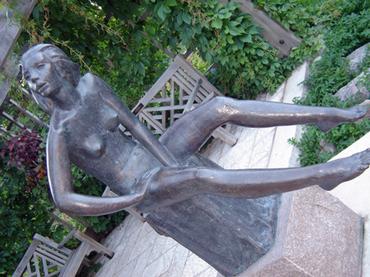 Statue_in_garden