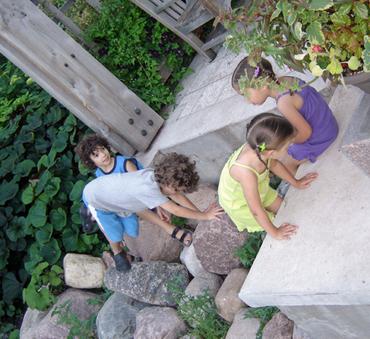 Kids_at_statue_gardens